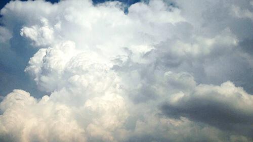 أشكال السحب الغريبة