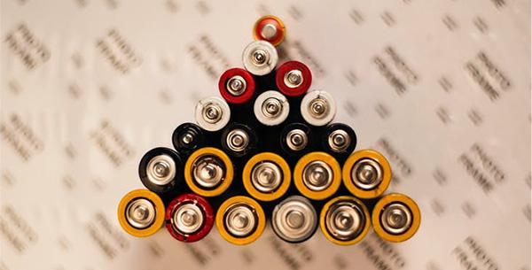 البطاريات الكهربائية